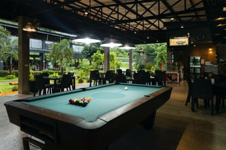 Contender Cafe pool table